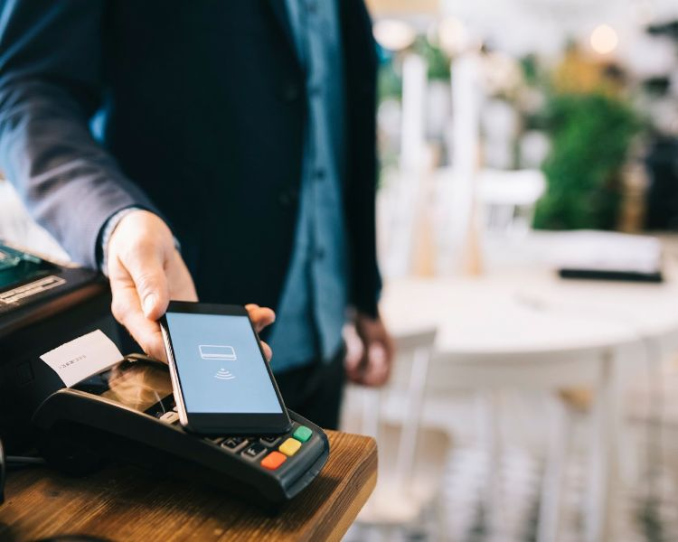 Digital payment with the phone is becoming a more common method. But in Europe the companies leg behind.